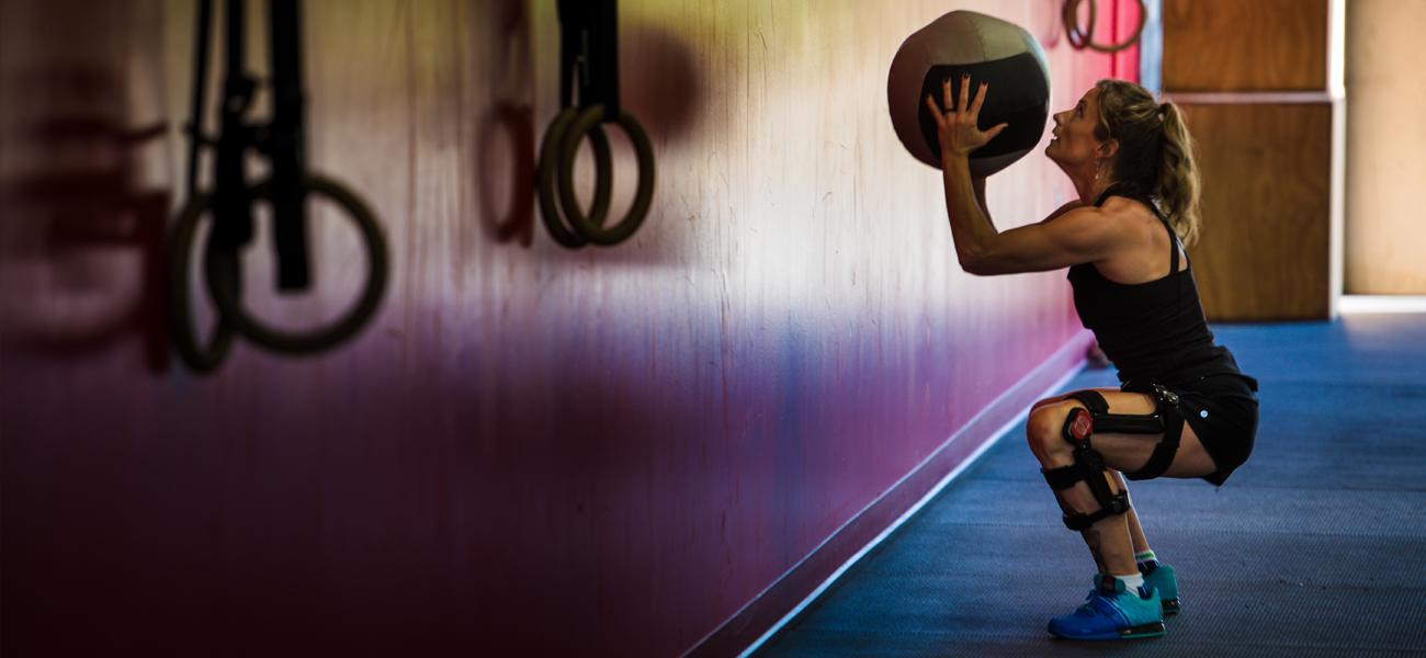Bionic knee brace helps gym athlete