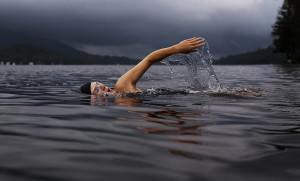 swimming photo knee health